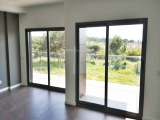 Apartment T3, in plant, with parking and storage-Quinta de Santa Teresa II | 3 Bedrooms | 2WC