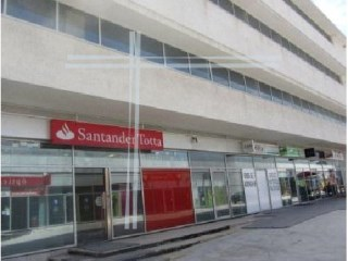 Shop with 109m2, year 2008-Almada Business Center – Pragal |