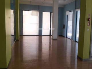 Shop with 150 m 2. Bank building, special financing conditions. |