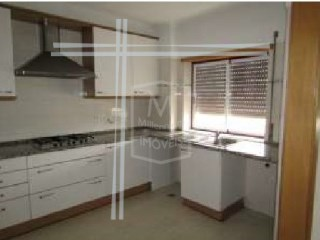 Apartment T4-Used 152m2 w/garage, Property of Bank-Almada | 4 Bedrooms | 1WC