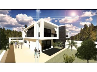 Semi-Detached House › Seixal | 4 Bedrooms | 1WC