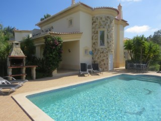 Spacious 4 bedroom detached villa with private pool | 4 Bedrooms | 4WC