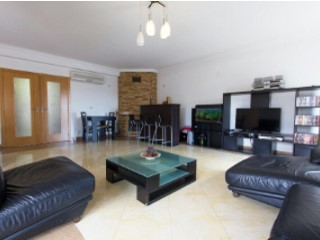 V4 Villa +1-Loures | 4 Bedrooms + 1 Interior Bedroom | 4WC