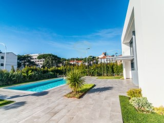 T6 Luxury Villa in the Heart of Estoril | 5 Bedrooms | 6WC