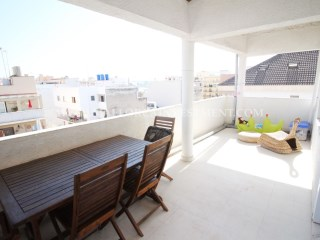 Apartment with terrace and parking very near the beach.