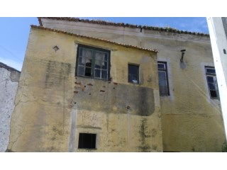 Terraced House › Abrantes | 6 Bedrooms | 1WC