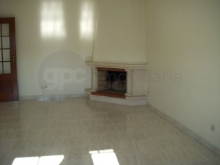2 bedroom apartment in Caxarias-excellent location | 2 Bedrooms | 1WC