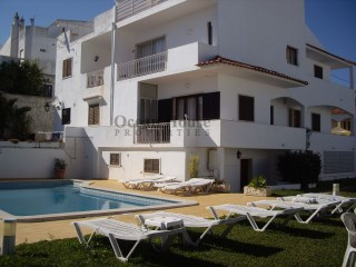 Building with 8 Apartments in the center of the City, ideal for Hostel or Residencial in Albufeira. |