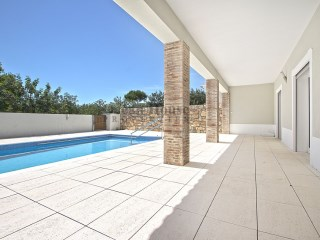 Single storey semi-detached 3 bedroom villa with pool in São Brás de Alportel, Algarve | 3 Bedrooms | 2WC