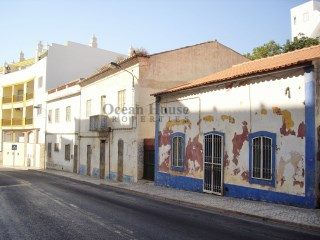 Urban land for building an apartment block in the historic center of Albufeira |