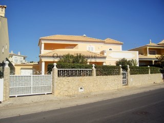 Excellent 4 bedroom Villa detached villa with pool and garage in Loulé, Algarve.  | 4 Bedrooms | 4WC