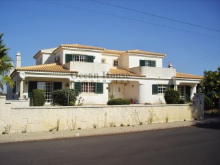 Two-family villa T3 + T2 with garage in Albufeira, Algarve. | 5 Bedrooms | 7WC
