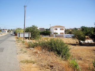 Plot with project approved for Housing T3 with pool, in Ferreiras, Albufeira. |