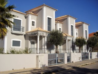 Fantastic 3 bedroom Villas +1 new with garage and pool, Quarteira, Algarve. | 3 Bedrooms | 4WC