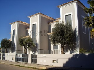 Fantastic 3 bedroom Villa +1 new with garage, Quarteira, Algarve. | 3 Bedrooms | 4WC