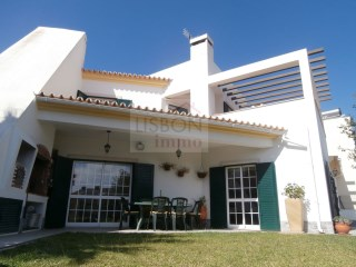 Furnished villa for sale with wine cellar in Sesimbra | Cotovia | 3 Bedrooms | 2WC