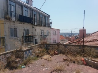 Building with river view for sale in Lisbon | Bairro Alto |