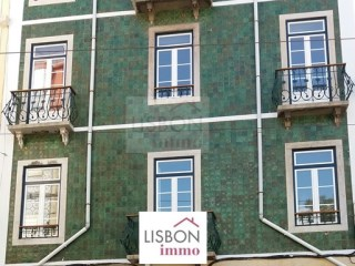 Building fully recovered for sale in Lisbon | Graça |