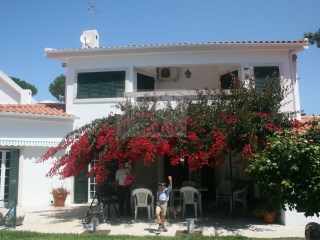House for sale with garden and pool located in Colares | Sintra | 5 Bedrooms | 4WC