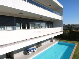 House with pool for sale in Oeiras | Portugal | 4 Bedrooms | 4WC