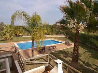 Beautiful villa with pool in quiet area | 3 Bedrooms | 3WC