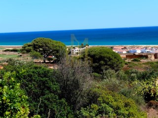 Plot of land in an elevated location with sea and golf views at Meia Praia |