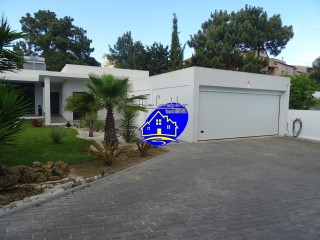 Detached House › Almada | 4 Bedrooms | 3WC