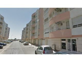 3 bedroom apartment with garage, 2nd floor with lift, in good condition, Feijó.