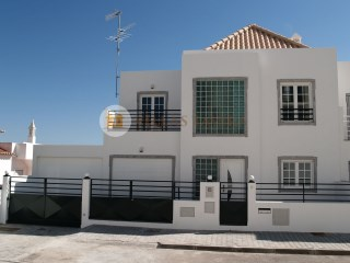 Detached T5 w/garage 5 km of the sea | 5 Bedrooms | 3WC