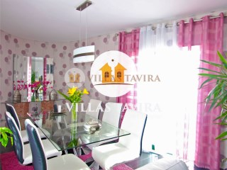 +2 Apartment building and garage in the center of Tavira, Algarve |