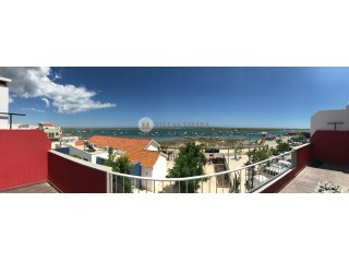 Predio with 2 floors with Restaurant and 2 Apartments T1 + 1 in Cabanas de Tavira Algarve |