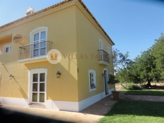 Charming house situated in a quiet countryside area in Algoz Algarve