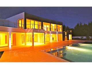 Excellent Modern 4 bedroom villa with a lovely garden next to Vale do Lobo (soon available for sale) | 4 Bedrooms