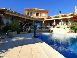 Luxury villa with pool and separate guest cottage with panoramic views | 4 Bedrooms + 2 Interior Bedrooms | 5WC