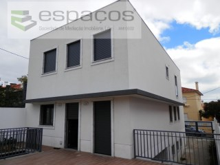 Semi-Detached House 4 Bedrooms