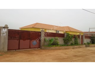 House › Belas | 3 Bedrooms | 1WC