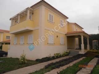 House › Talatona | 4 Bedrooms | 2WC