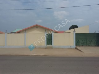 House › Luanda | 8 Bedrooms | 1WC