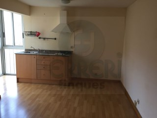 In the area of ​ Trinitat Nova and very close to the metro. | 2 Bedrooms | 1WC