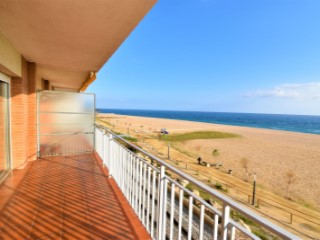 Prios in first line of sea, refurbished, 3 bedrooms. | 2 Bedrooms | 1WC