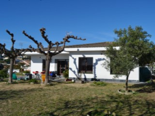 House of 140 m2, with lands of 8425 m2.  | 4 Bedrooms | 1WC