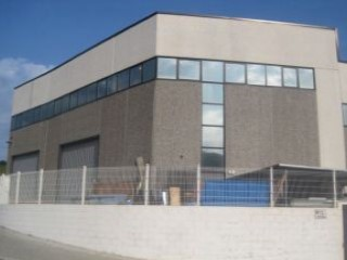 nave industrial 250m2, 2 plantas y patio |