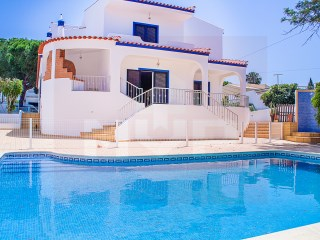 House › Faro | 4 Bedrooms | 3WC