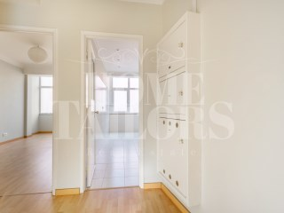 2 bedroom apartment Renovated for rent in Lapa! | 2 Bedrooms | 1WC