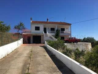 Detached villa separated into two independant apartments each having living room, kitchen, two bedrooms and bathroom.  Country and sea views. | 5 Bedrooms | 2WC