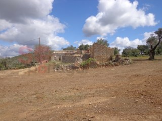 5,000m2 plot, possibility to build up to 300m2 |