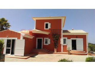 Three bed villa in a large plot with swimming pool and magnificent sea views. | 3 Bedrooms | 2WC