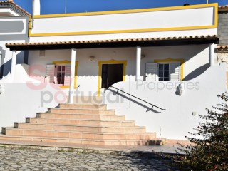 Traditional Portuguese house with annexe in a very quiet location set in a 2,000m2 plot. | 5 Bedrooms | 2WC