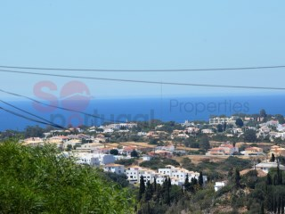 Comfortable, two bedroom townhouse in a quiet location yet close to beaches and Albufeira's Old Town | 2 Bedrooms | 2WC