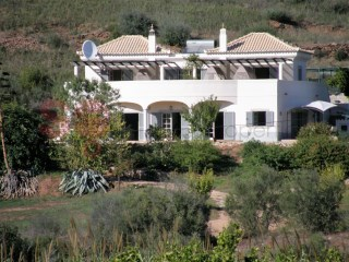Four bedroom villa with pool.  Superb countryside views, quiet yet not isolated.  Set in 23 hectares of agricultural land. | 5 Pièces | 4WC
